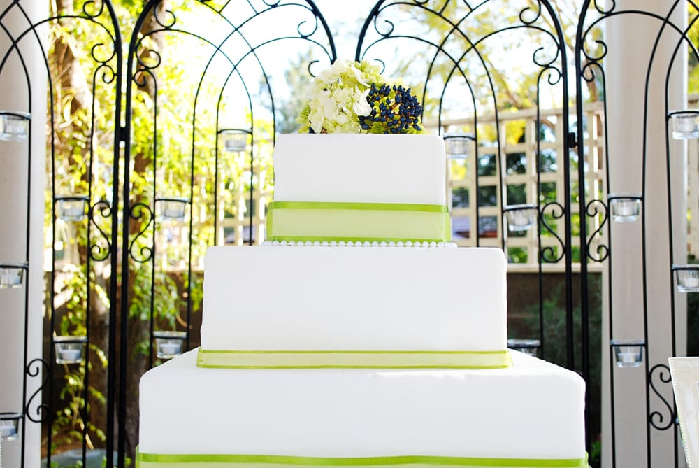 Madison Avenue Catering Wedding Cake